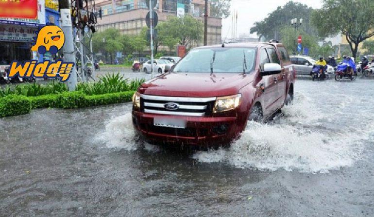 Hướng dẫn lái xe hơi qua đường ngập và xử lý bị ngập nước chết máy