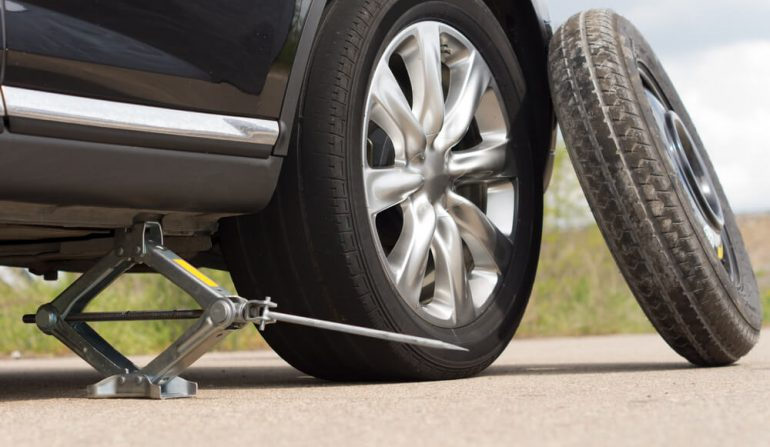 Cách thay lốp dự phòng ô tô, tốc độ, chạy được bao xa?